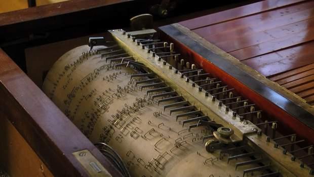 Механічний орган минулих епох