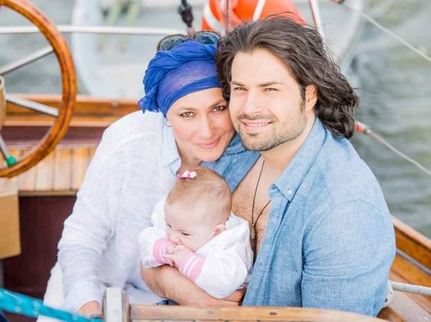 Олена Мозгова з чоловіком Володимиром Ткаченко та донькою
