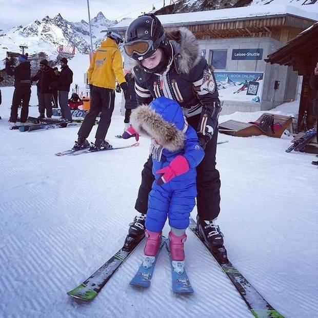 Діти Олі Фреймут вперше стали на лижі