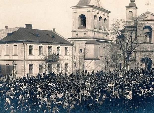Маніфестація у Станіславові 4 січня 1919 року з нагоди рішення парламенту ЗУНР про Злуку з УНР