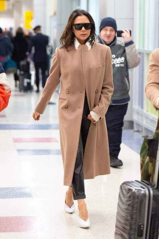 Вікторія Бекхем бежеве пальто чоловічий тиждень моди Нью-Йорк