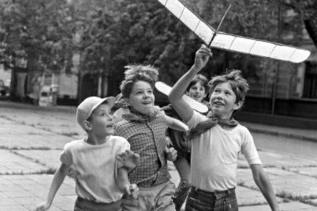 Діти часто виховувалися на вулиці, бо батьки постійно працювали
