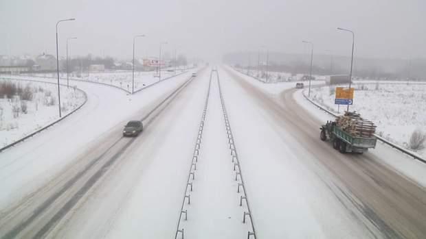 Сніг на Жмтомирщині