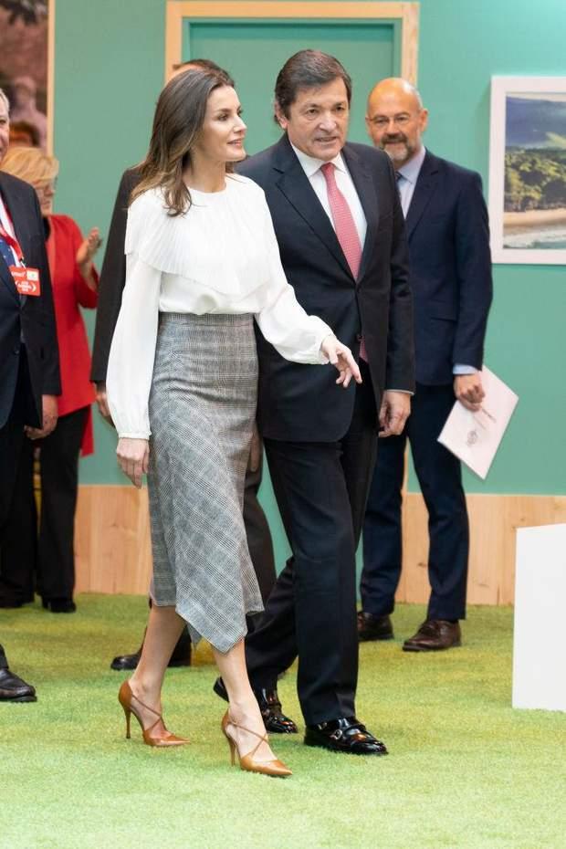 Ефектний образ королеви Іспанії