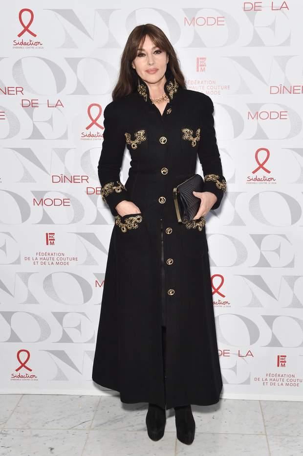 Моніка Беллучі в пальто від Chanel