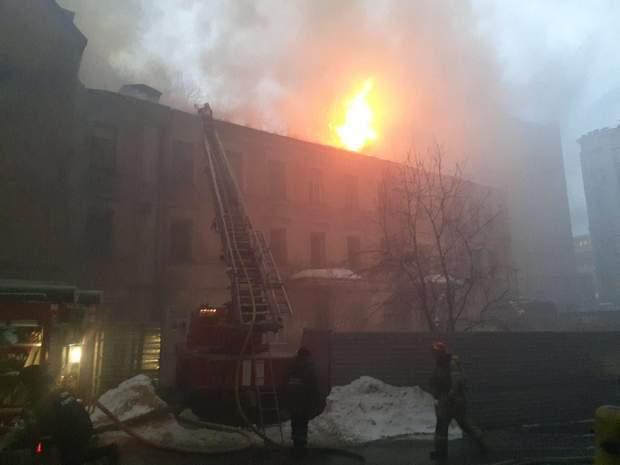 Горять будинки в Києві
