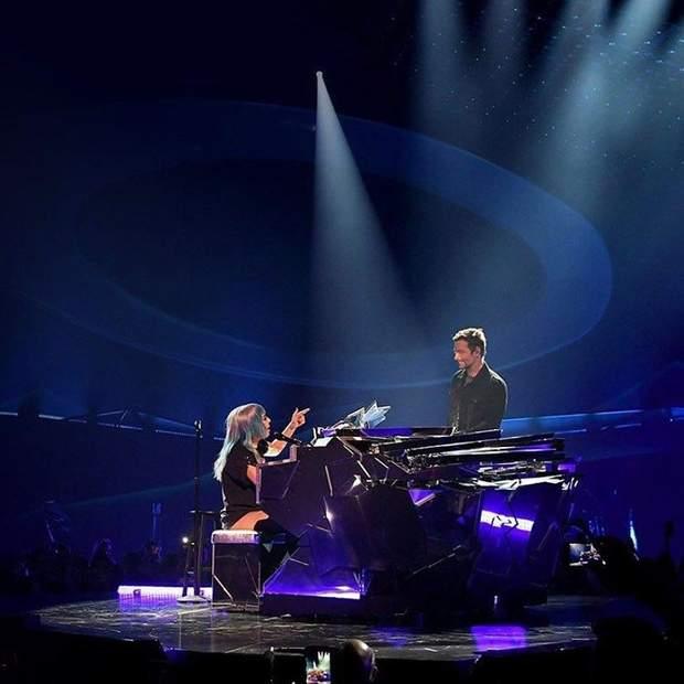 Бредлі Купер неочікувано вийшов на сцену під час концерту Леді Гаги