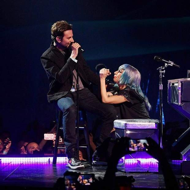 Леді Гага і Бредлі Купер неочікувано вийшов на сцену