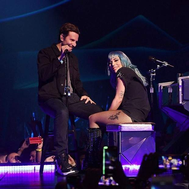 Леді Гага і Бредлі Купер неочікувано вийшов на сцену пі дчас ї їконцерту