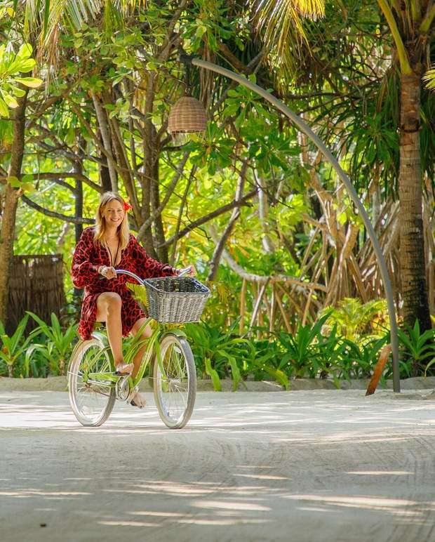 Леся Нікітюк покаталась на велосипеді