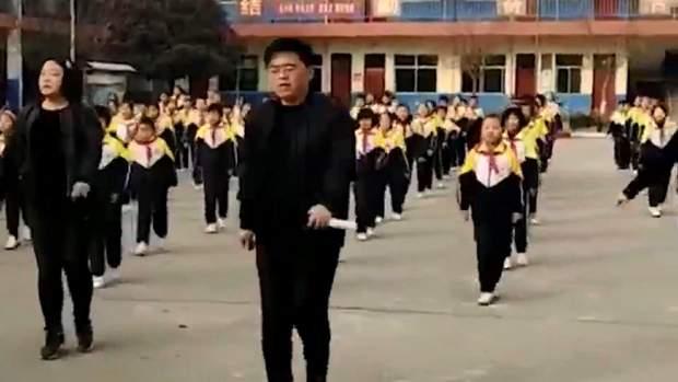 Китай перерва танці з директором