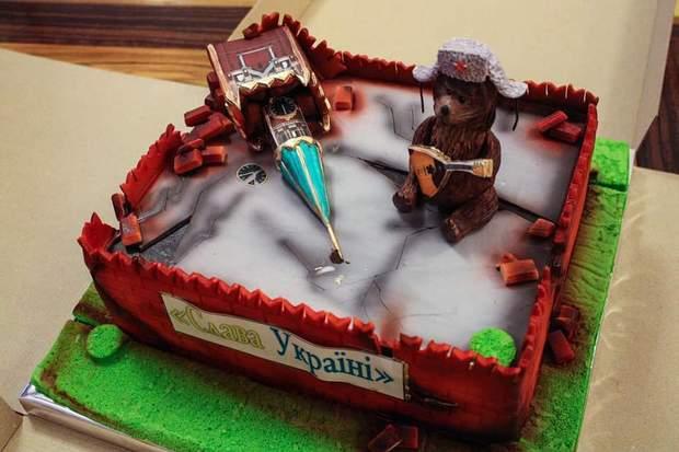 Омелян, торт, Кремль, день народження, руїни