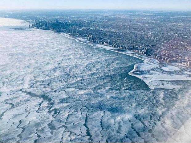 Замерзле озеро поруч Чикаго / Фото через Clima Extremo