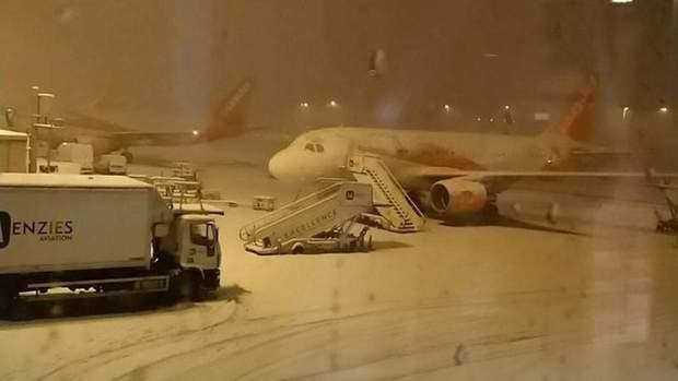 Аеропорти переносять авіарейси через морози