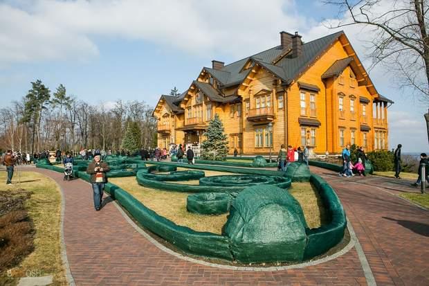 Межигір'я – дача Януковича в Сухолуччі