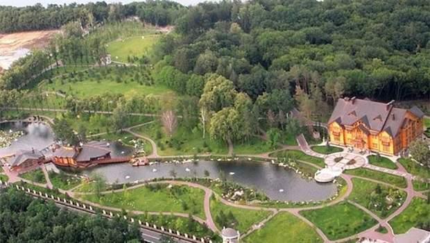 Неймовірно красивий парк у колишній резиденції Януковича