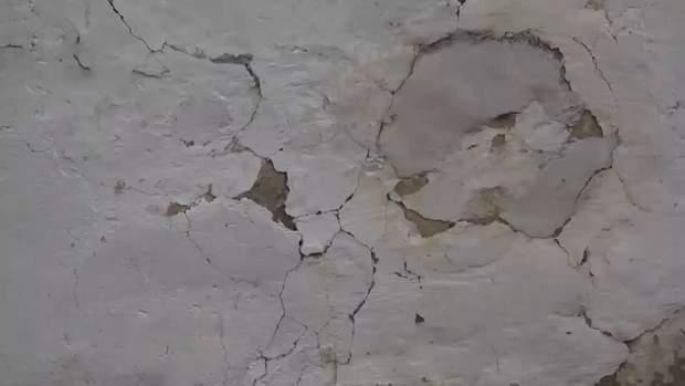 В окупованому Криму в будинках стіни тріскають від вибухів