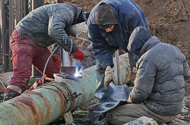 Ремонтні роботи на аварійному колекторі у Бердянську