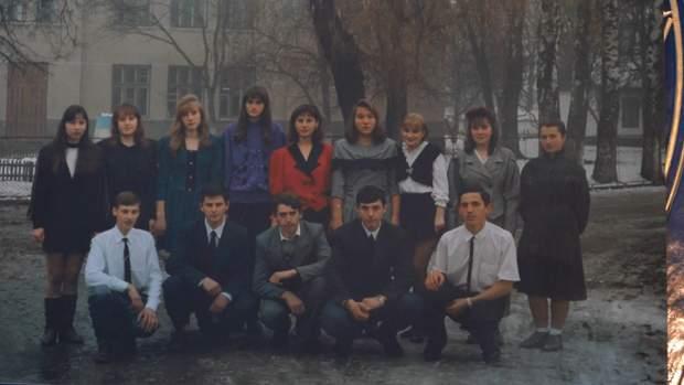 Предстоятель Епіфаній (справа знизу у білій рубашці) у випускному класі