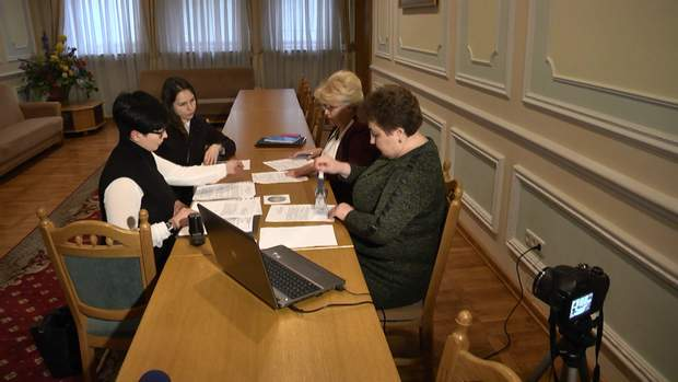 Замість Надії Савченко до ЦВК прийшла її сестра Віра