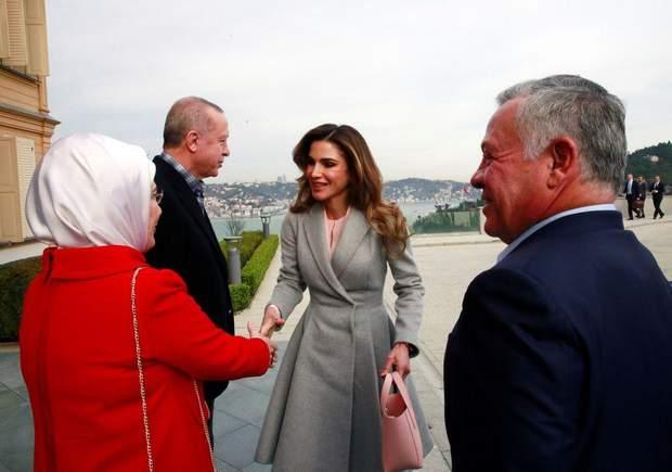 Королівська сім'я Йоранії в міжнародному турне