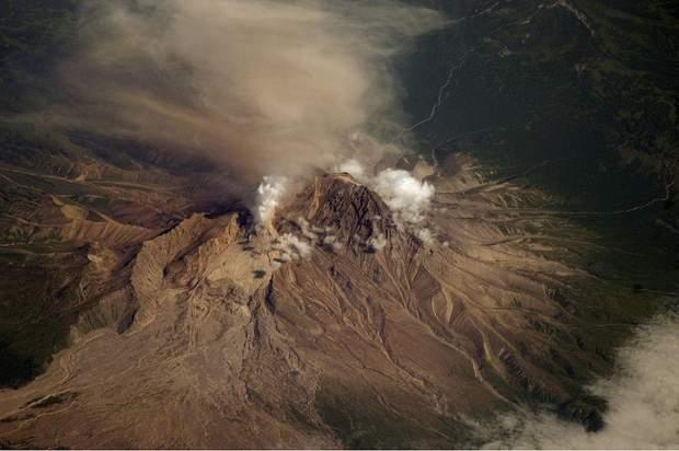 Камчатка, виверження, вулкан