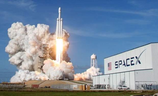 Маск SpaceX Falcon Heavy космос ракети
