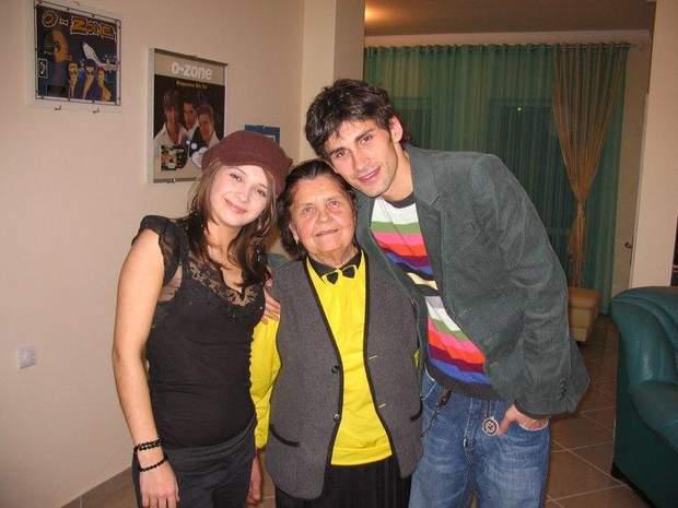 Дан Балан із сестрою і бабусею