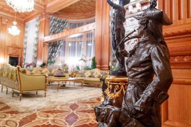 Колишня резиденція президента-втікача у Межигір'ї