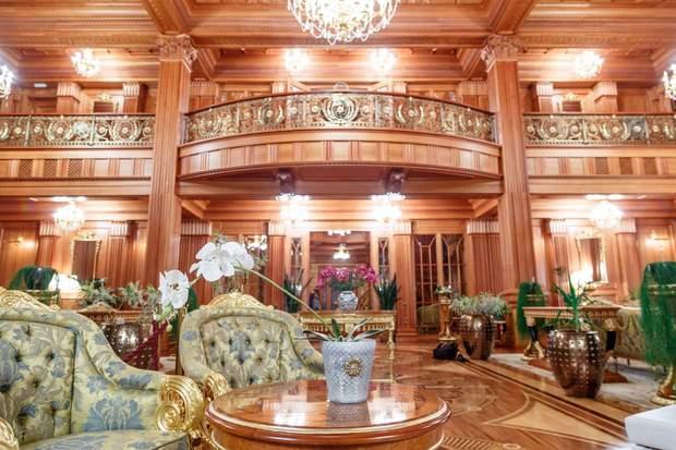 Розкішний маєток Януковича