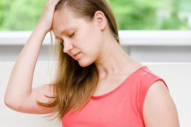 головний біль і нудота