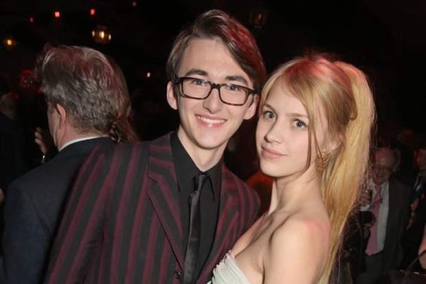 Айзек та Нелл на вечірці у лондонському клубі