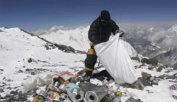 Еверест частково закрили через забруднену територію