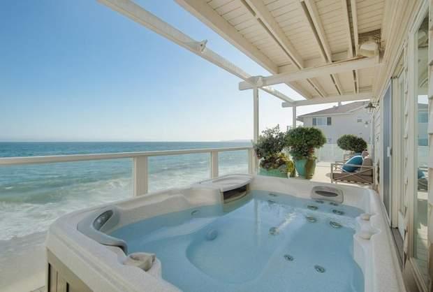 Новий будинок Дженніфер Лопес на березі Тихого океану