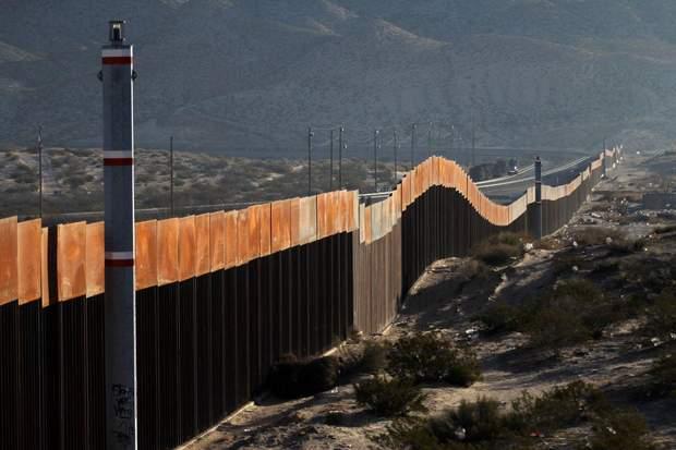 Частина стіни на американсько-мексиканському кордоні