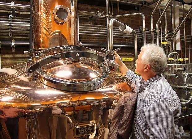 Здорожчання міцного алкоголю в Україні не приведе до поліпшення якості