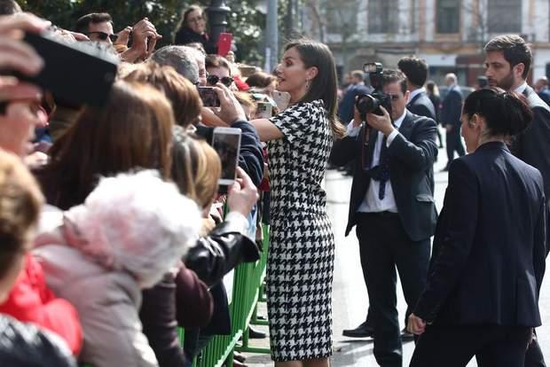 Іспанська королева поспілкувалась з громадськістю
