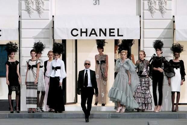 Карл Лагерфельд на показі Chanel