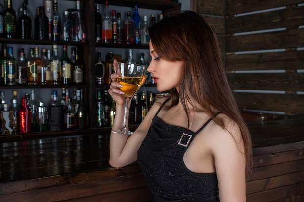 Алкоголь жінка