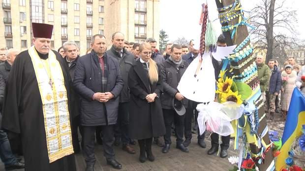 Тимошенко взяла участь у молебні за померлими на Майдані