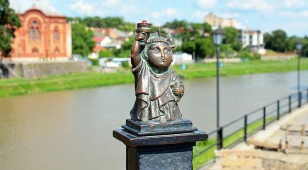 Статуя свободи сша Ужгород