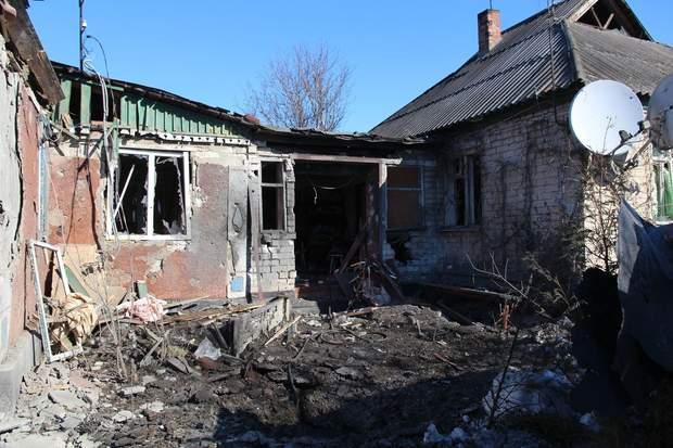 Наслідки обстрілів Золотого на Донбасі