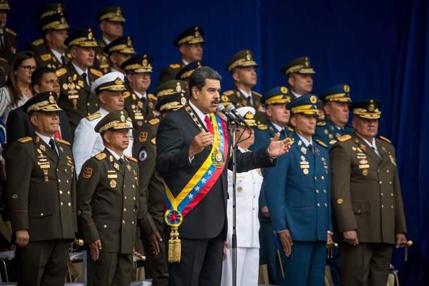На стороні Мадуро виступає армія