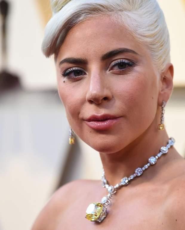 Леді Гага в кольє Одрі Хепберн