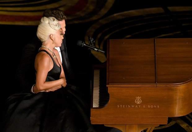 Леді Гага і Бредлі купер роман