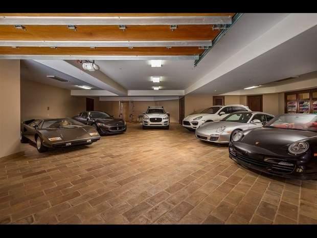 Єлена Янкович будинок гараж
