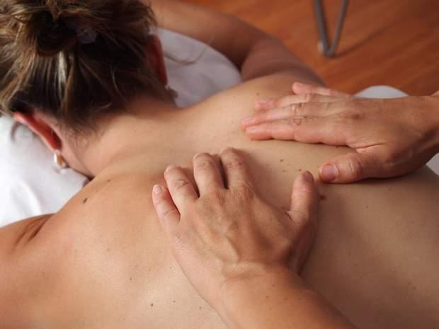 Масаж лікує захворювання спини