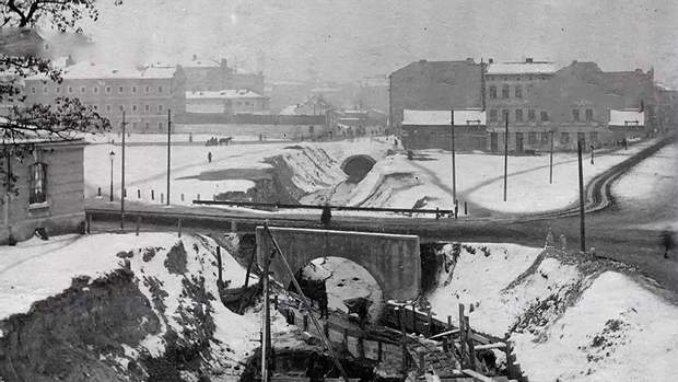 Після Першої світової війни будівництво колектора продовжили