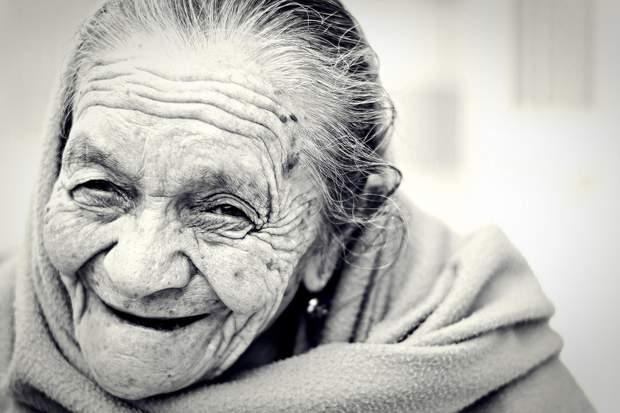 Старі люди бачать світ щасливішим