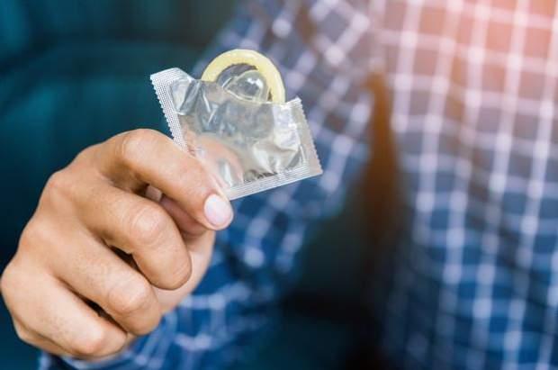 В Україні виявили небезпечну партію презервативів Durex